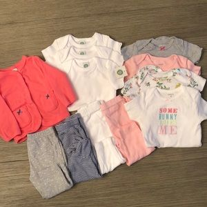🤗Bundle of Carter's 6M Clothes🤗